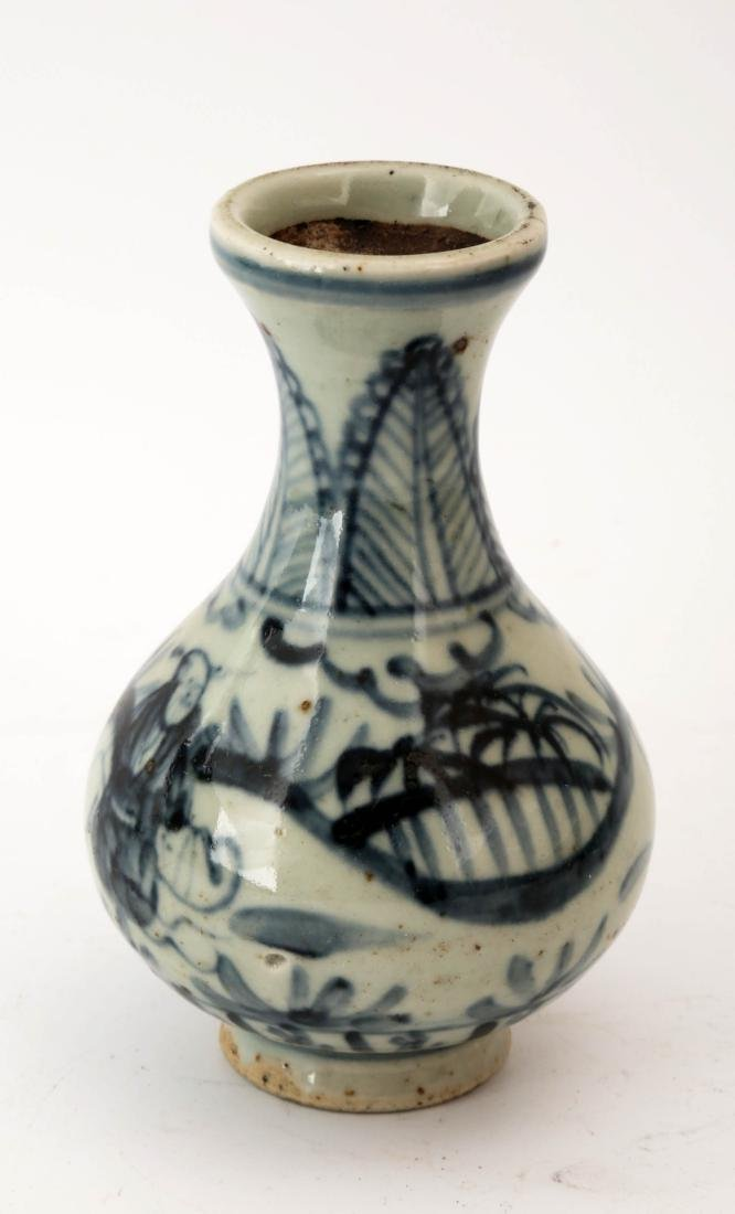 A BLUE AND WHITE FIGURE PORCELAIN VASE.