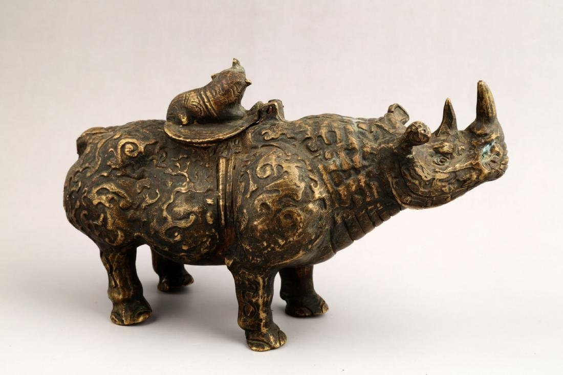 A CHINESE BRONZE BULL SCULPTURE AROMA STOVES.