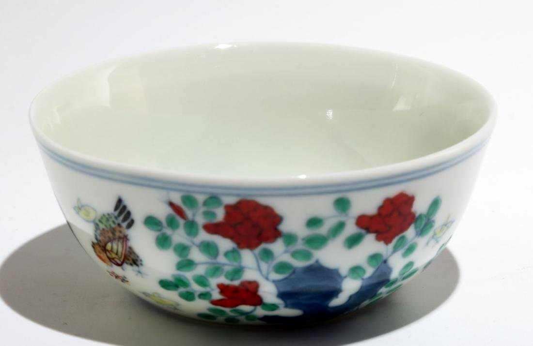A CHENGHUA-STYLE DOUCAI 'CHICKEN' CUP. THE BASE MARKED