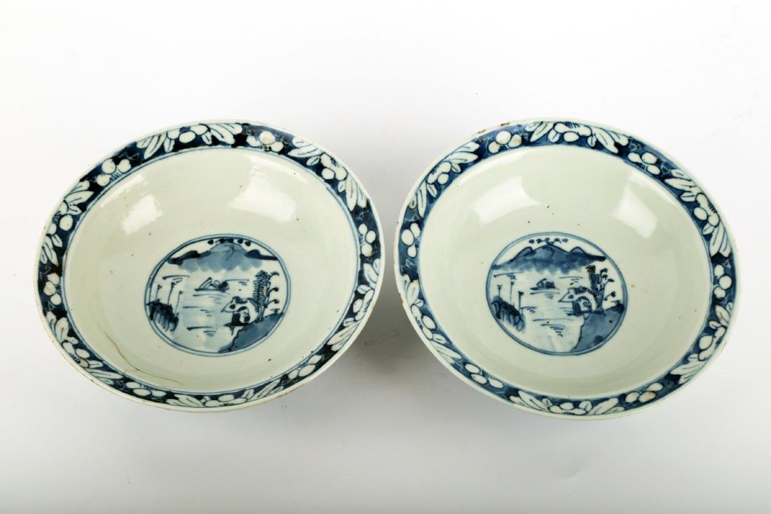 (2) A PAIR OF BLUE AND WHITE PORCELAIN STEMBOWL.C111.