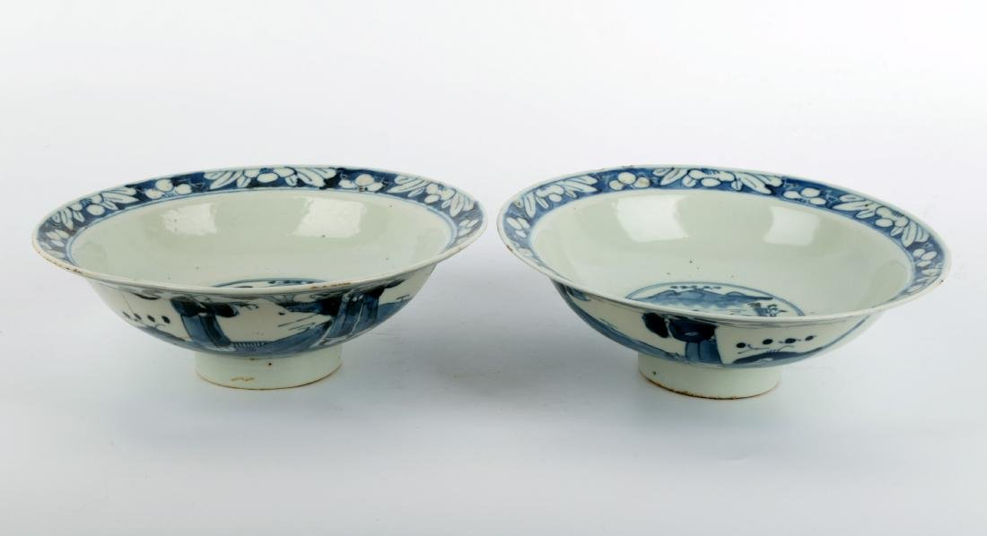 (2) A PAIR OF BLUE AND WHITE PORCELAIN STEMBOWL.C111. - 2