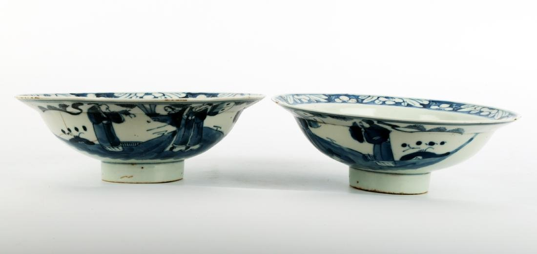 (2) A PAIR OF BLUE AND WHITE PORCELAIN STEMBOWL.C111. - 3