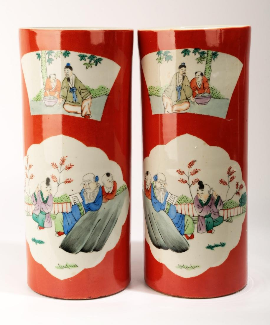 (2) A PAIR OF FAMILLE ROSE PORCELAIN HAT STAND AND