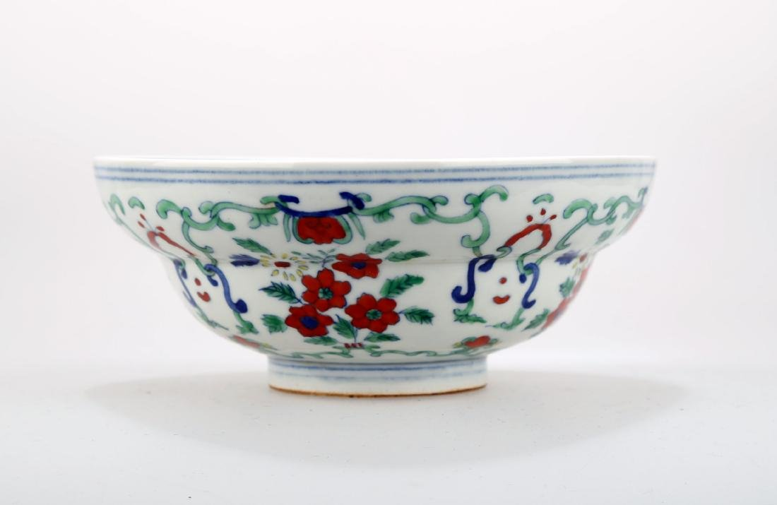 A DOUCAI BOWING BOWL WITH FLOWERS DESIGN.DA MING CHENG