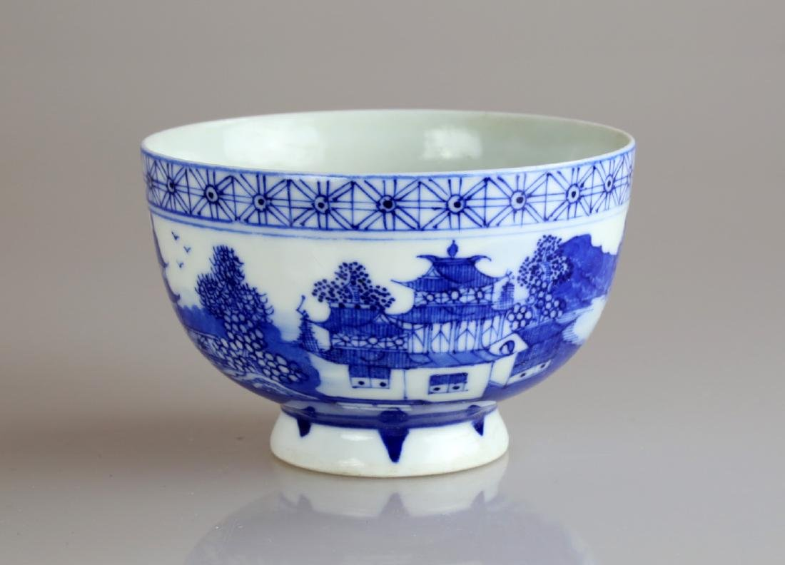 CHINESE QIANLONG BLUE AND WHITE GLAZED PORCELAIN BOWL.