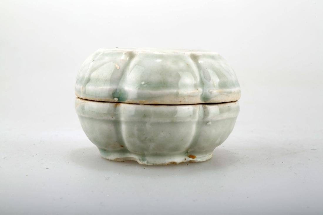 A YINGQING GLAZED CELADON BOX AND COVER.C234. - 2