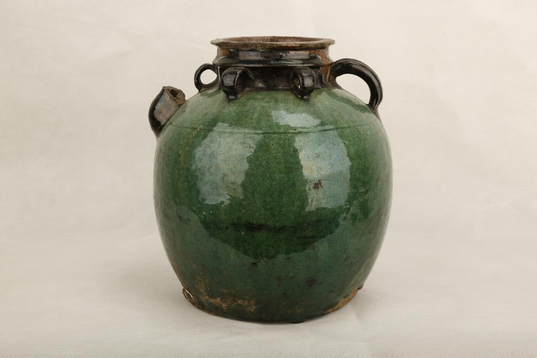 A GREEN GLAZE PORCELAIN JAR WITH SIX RINGS.C341.