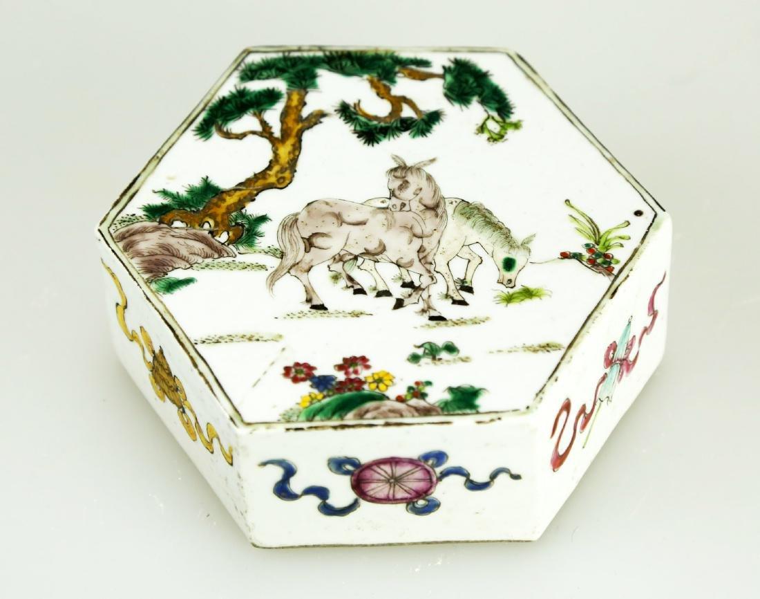 A CHINSE HEXAGONAL FAMILLE ROSE PORCELAIN JAR.19TH - 6
