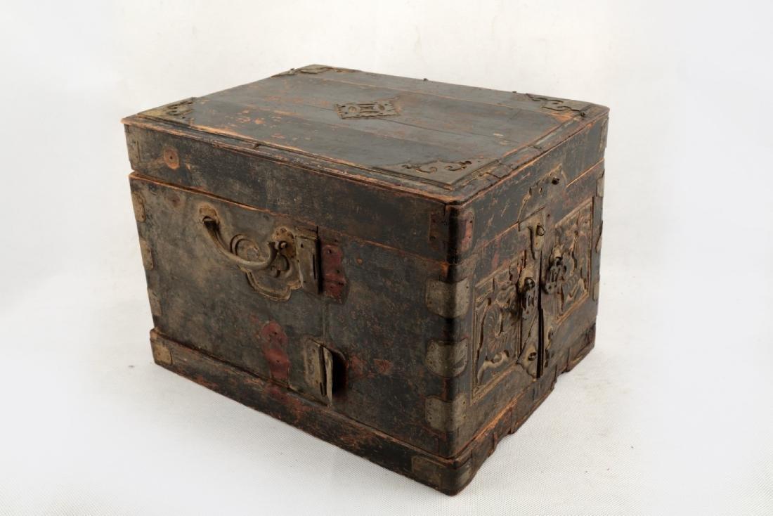 A BOX CARVED DRAGON DESIGN. - 2