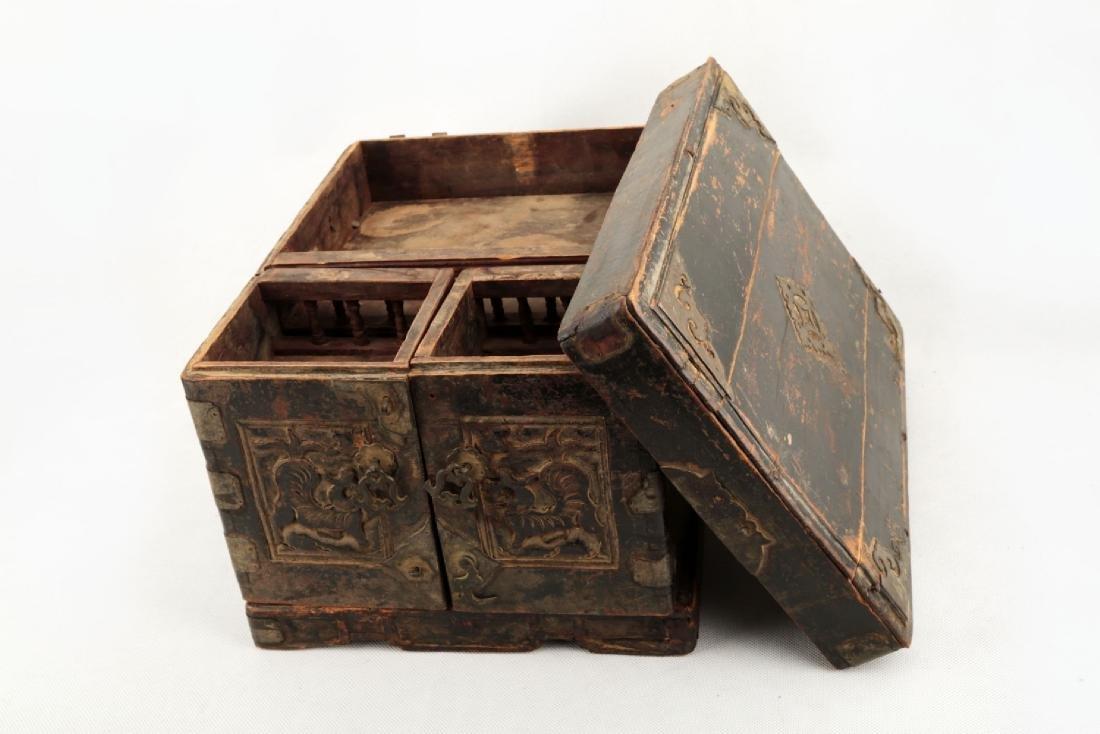A BOX CARVED DRAGON DESIGN. - 3