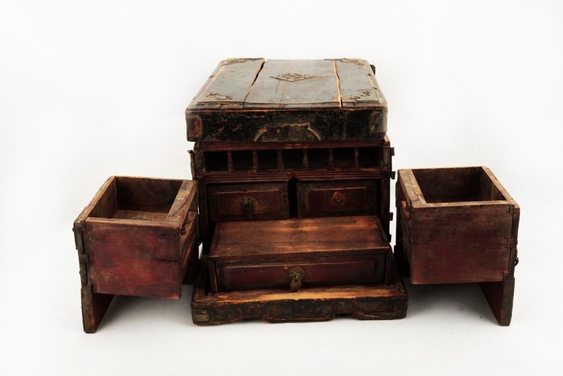 A BOX CARVED DRAGON DESIGN. - 5