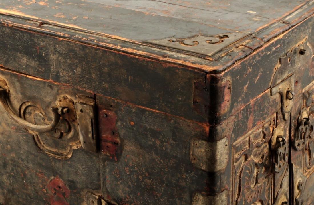 A BOX CARVED DRAGON DESIGN. - 6