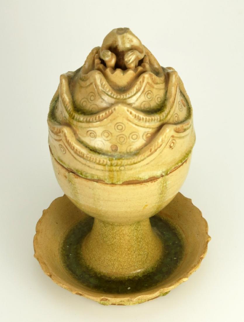 A HONGDU YELLOW GLAZED PORCELAIN ZUN-FORM JAR AND