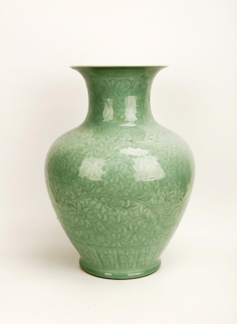 A TURQUOISE GLAZE PORCELAIN JAR CARVED WITH LOTUS