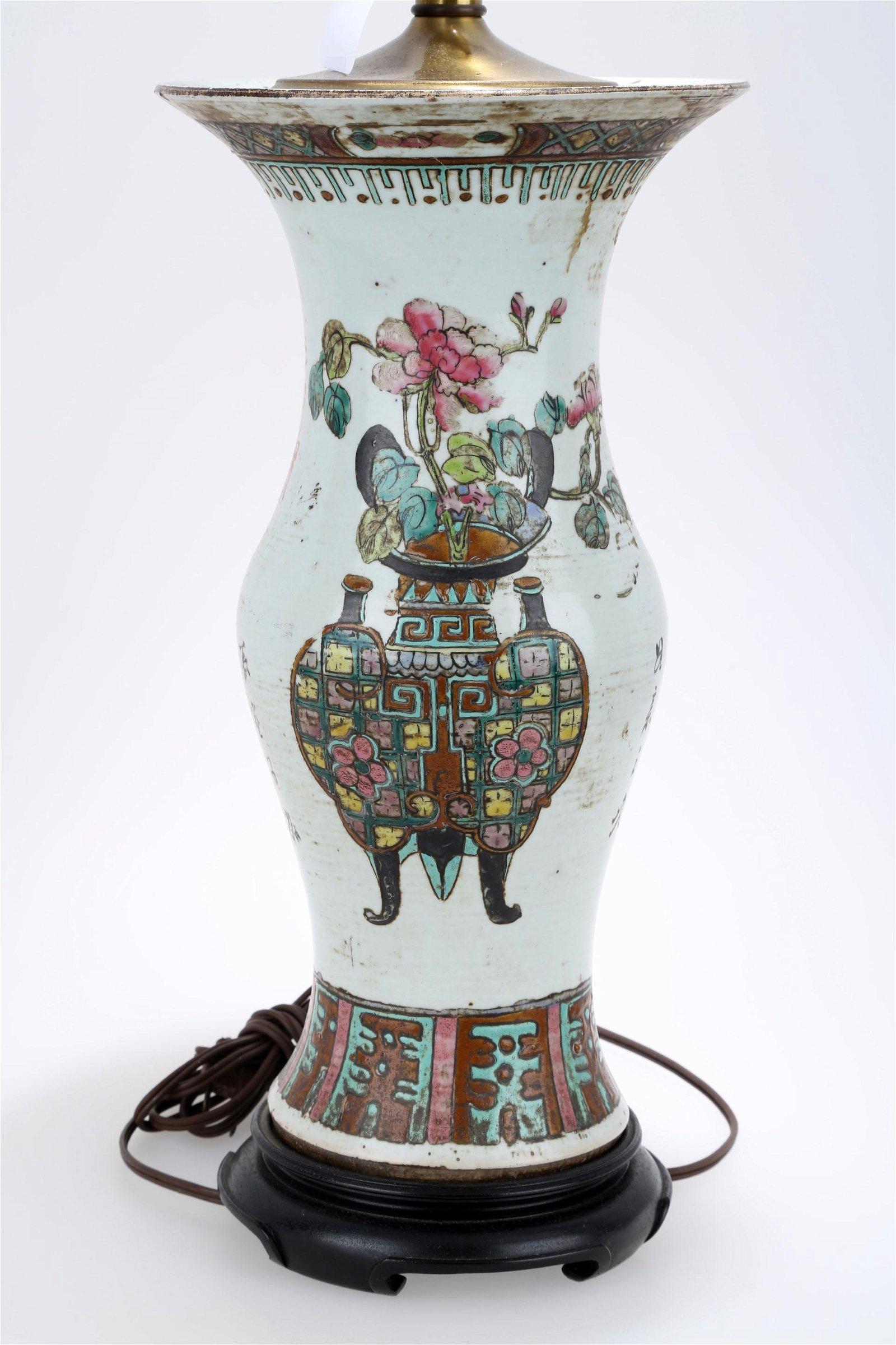 A FAMILLE ROSE PORCELAIN VASE LAMP.C172.