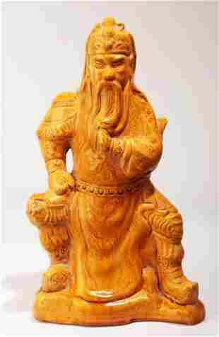 A YELLOW GLAZE PORCELAIN FIGURE OF GUANGONG.C068