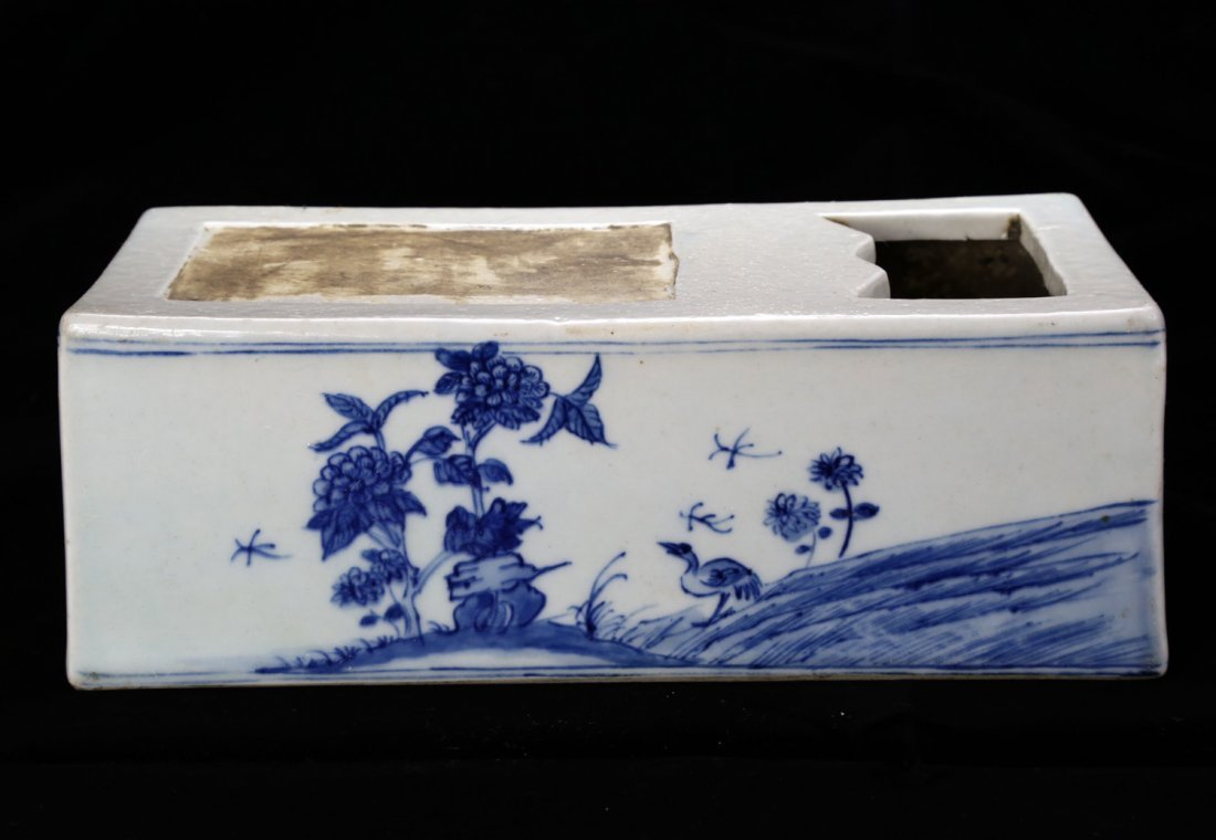 HAND-PAINTED BLUE AND WHITE PORCELAIN INKSTONE.