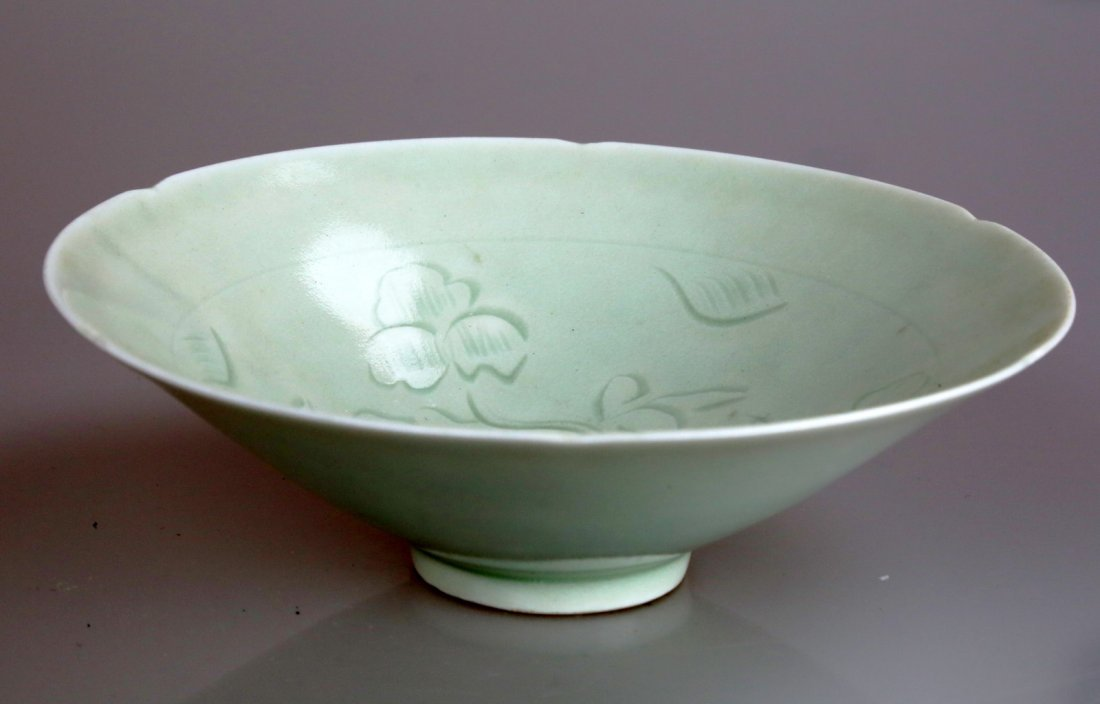 CARVED FLOWERS AND SUNFLOWER SHAPED QINGBAI BOWL.