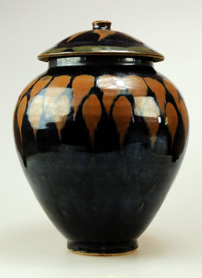 A BLACK VARIABLE GLAZE PORCELAIN JAR IN INVERTED PEAR