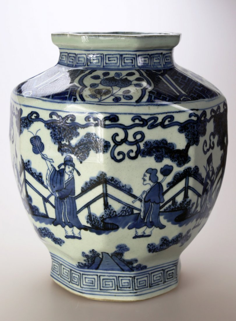A CHINESE BLUE AND WHITE PORCELAIN JAR DECORATED WITH