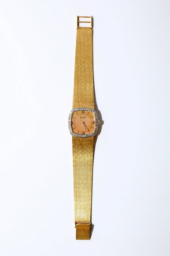 Piaget Woman's Watch with Gold Band. 18K. Set with