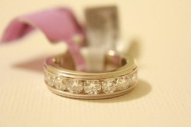 Beautiful LADIES DIAMOND RING 2 CT 18K WG - Size 7