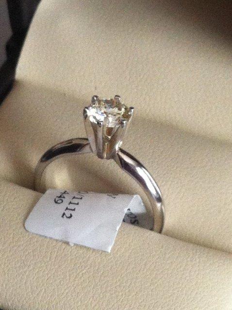 14K LADIES DIAMOND RING .71 CT - H VS1 Certified-Size 7