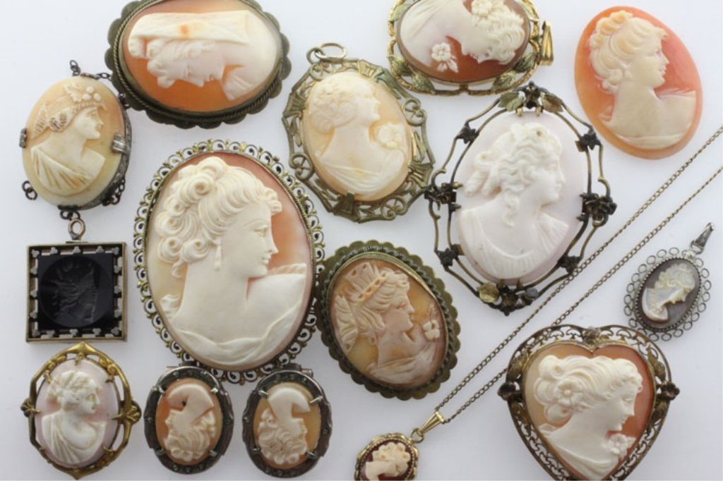 Collection Vintage Cameo Pendant, Brooch and Earrings