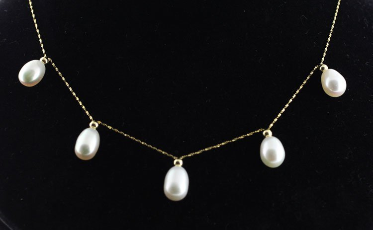 Jewelry-Ladies Pearl Necklace in Yellow Gold