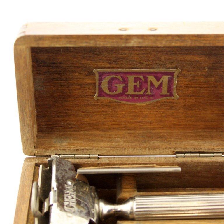 GEM Safety Razor in Wooden Case - 2