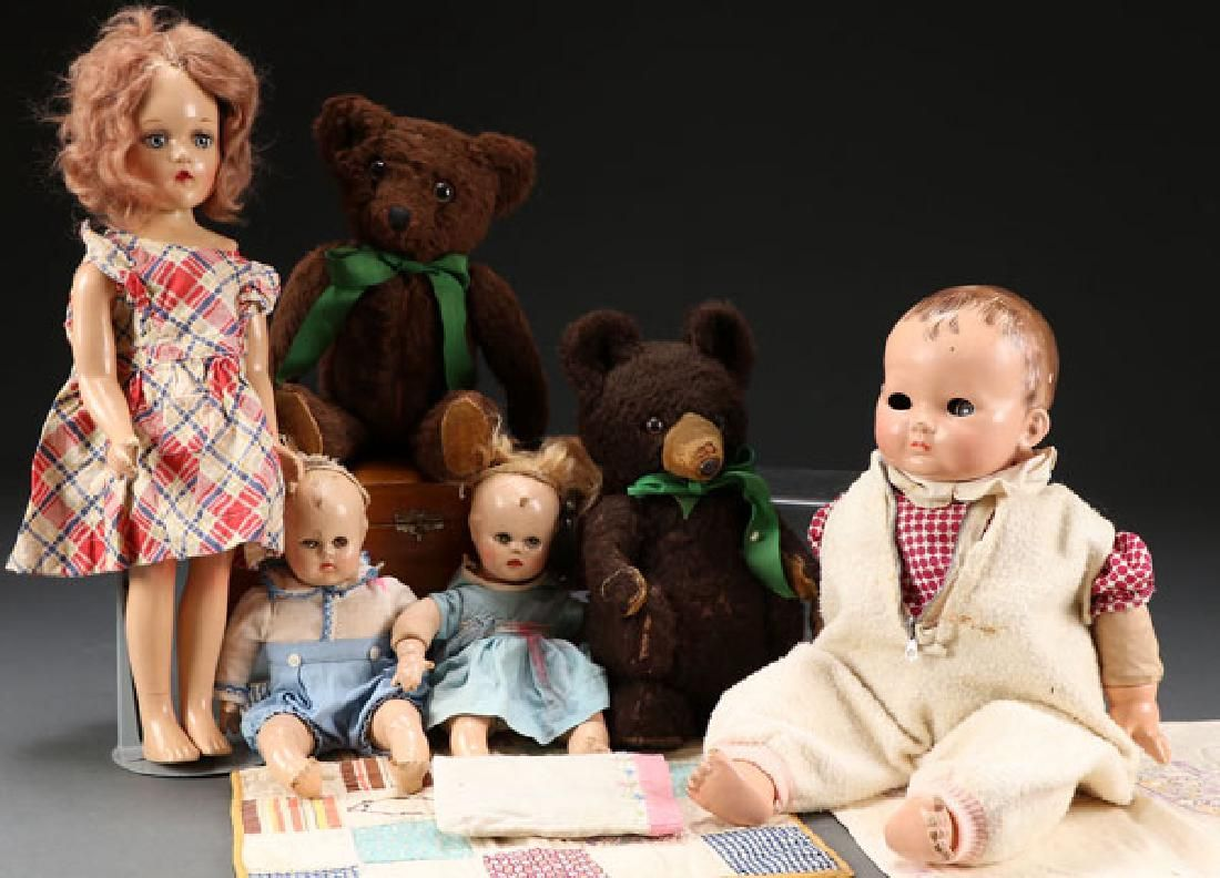 A GROUP OF COMPOSITION DOLLS AND TEDDY BEARS
