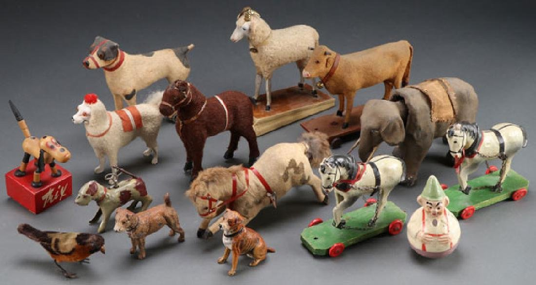 A COLLECTION OF VINTAGE ANIMAL TOYS AND FIGURES