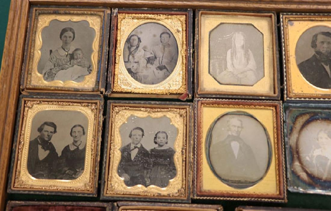 A GROUP OF 34 VINTAGE PHOTOGRAPHIC IMAGES - 2