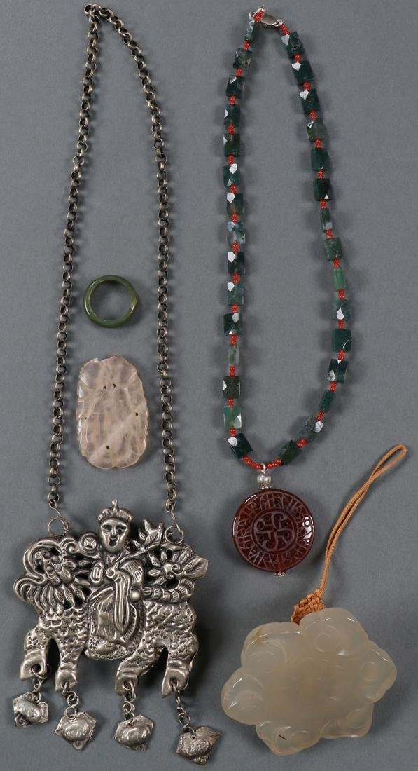 A GROUP OF CHINESE CARVED JADE JEWELRY