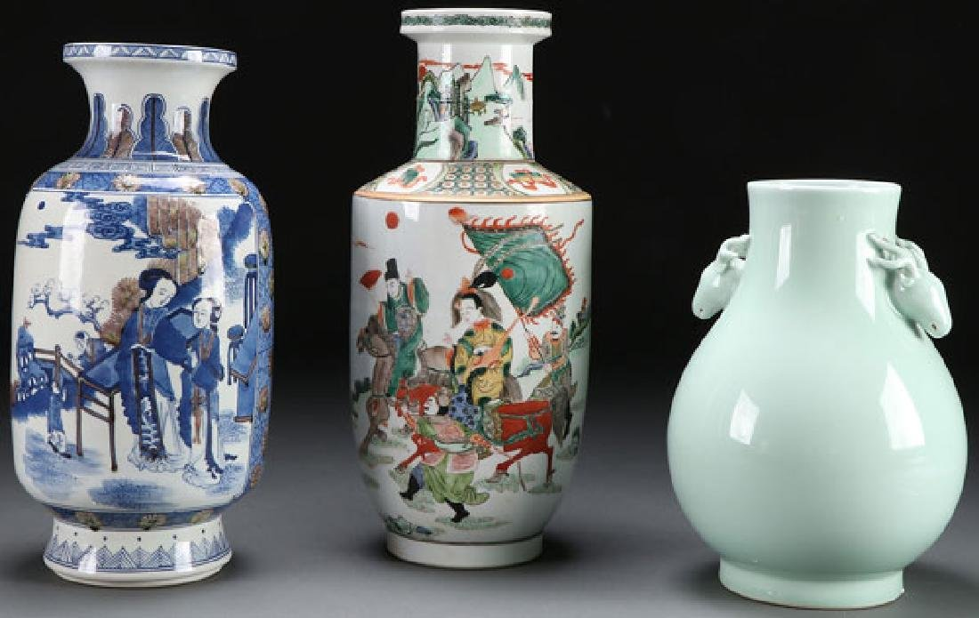 A GROUP OF THREE CHINESE PORCELAIN VASES