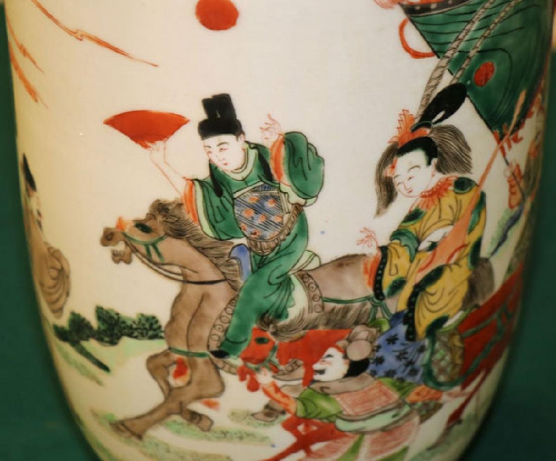 A GROUP OF THREE CHINESE PORCELAIN VASES - 9
