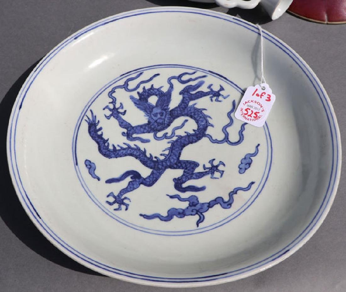 A THREE PIECE GROUP OF CHINESE PORCELAIN - 5