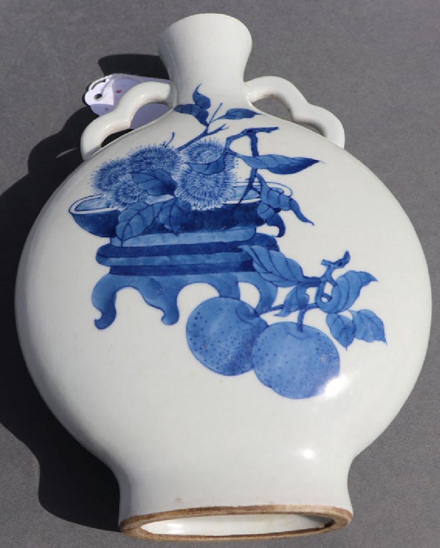 A THREE PIECE GROUP OF CHINESE PORCELAIN - 8