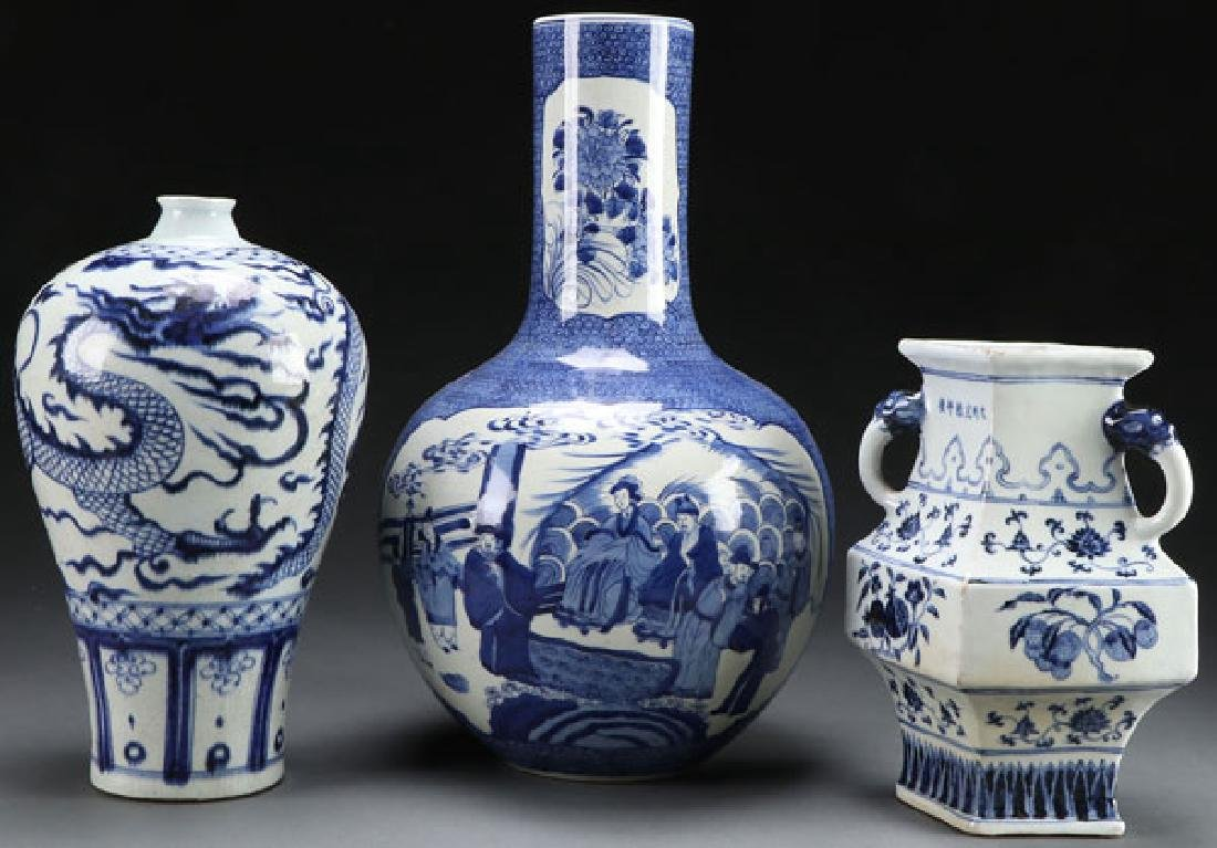 THREE CHINESE BLUE AND WHITE PORCELAIN VASES