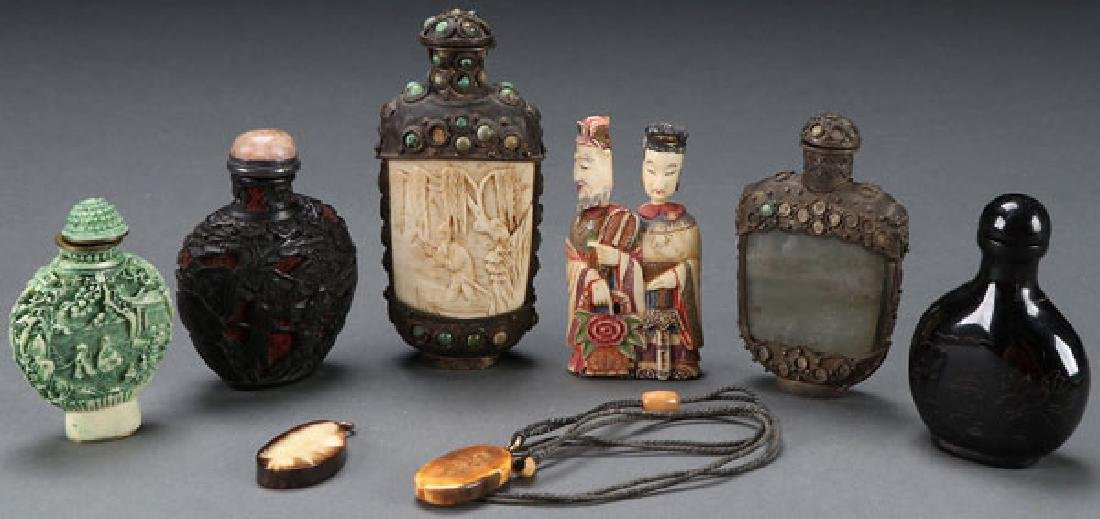 A COLLECTION OF CHINESE DECORATIVE ARTICLES