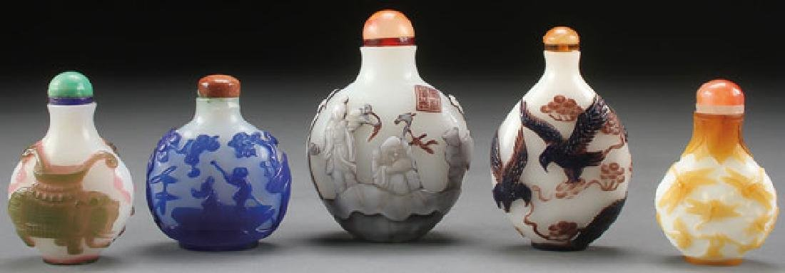 FIVE FINE CHINESE CAMEO GLASS SNUFF BOTTLES