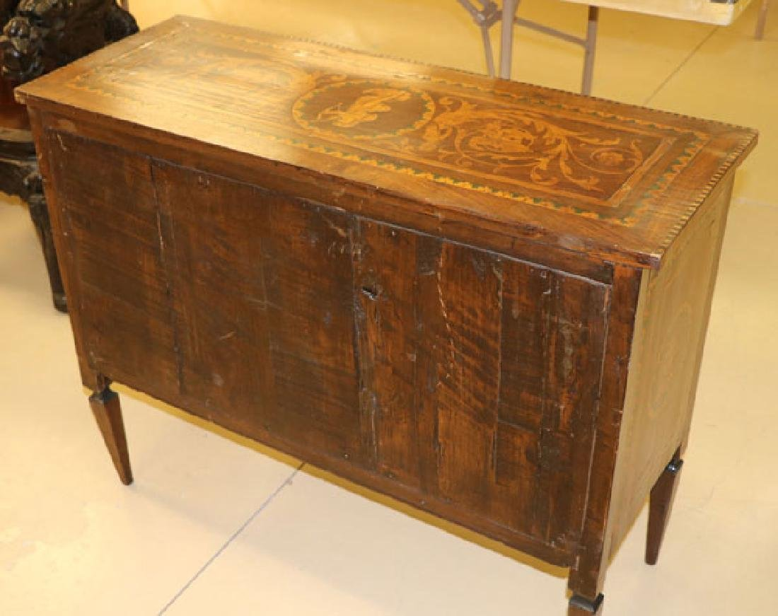 AN 18TH CENTURY ITALIAN MARQUETRY COMMODE - 4