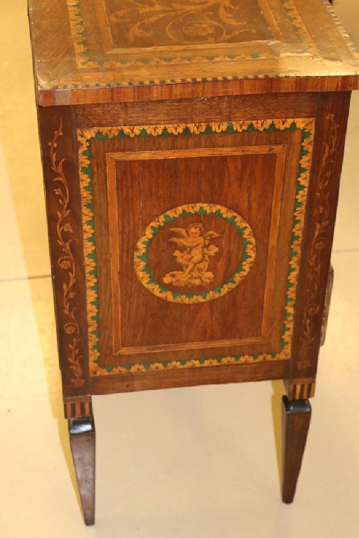 AN 18TH CENTURY ITALIAN MARQUETRY COMMODE - 5