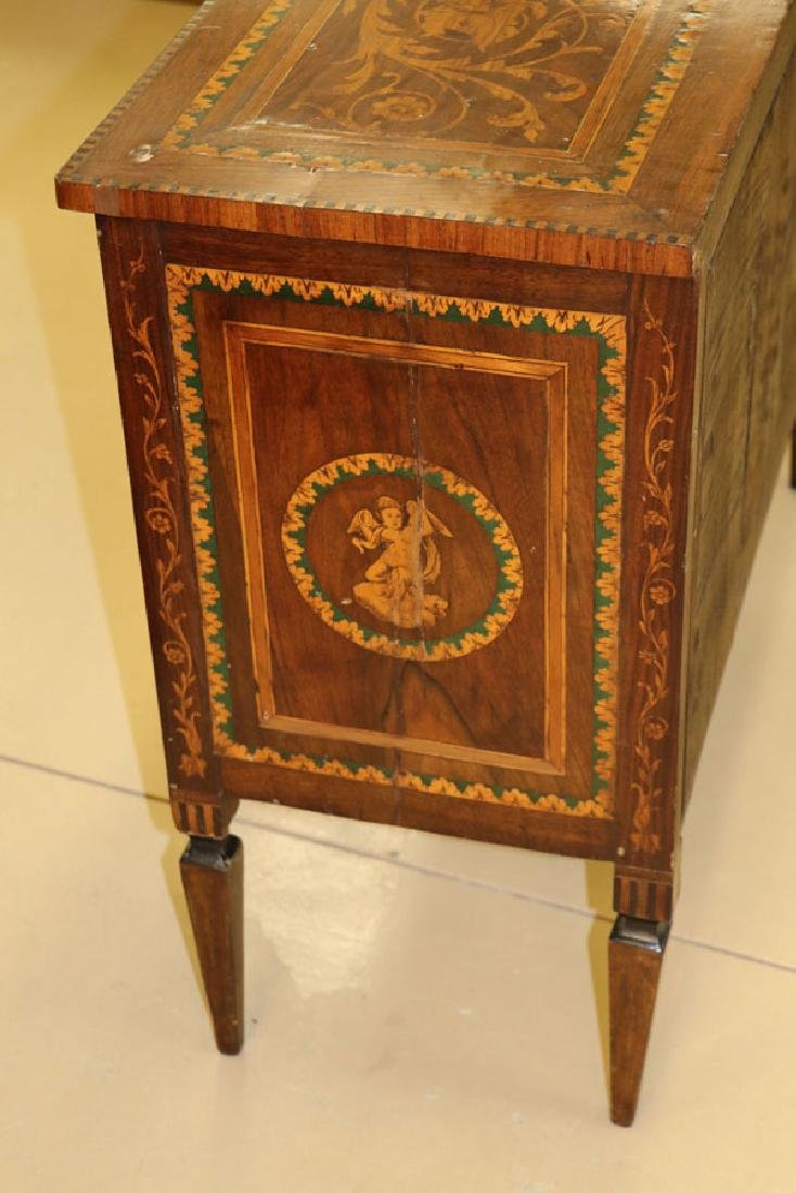 AN 18TH CENTURY ITALIAN MARQUETRY COMMODE - 6