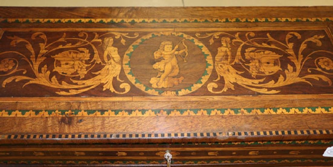 AN 18TH CENTURY ITALIAN MARQUETRY COMMODE - 7
