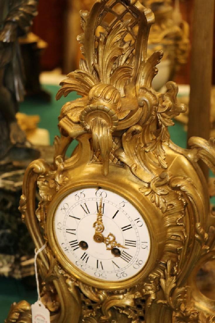 A FRENCH ROCOCO BRONZE MANTLE CLOCK, 19TH CENTURY - 3