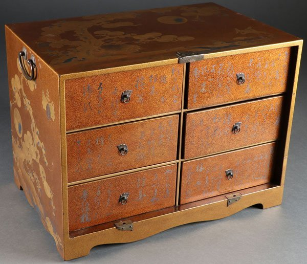 A FINE JAPANESE GOLD LACQUERED MINIATURE CHEST - 2