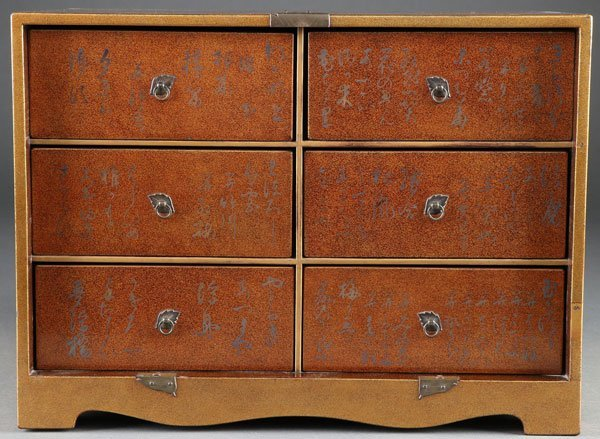 A FINE JAPANESE GOLD LACQUERED MINIATURE CHEST - 3