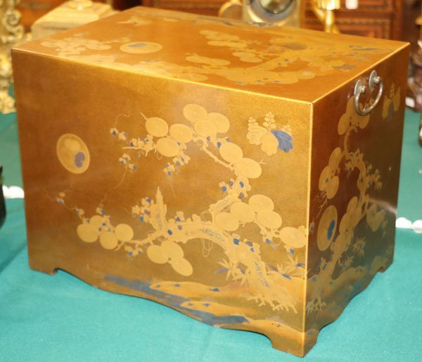 A FINE JAPANESE GOLD LACQUERED MINIATURE CHEST - 4
