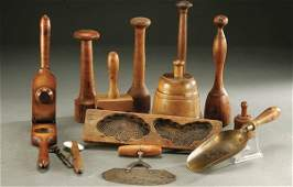 64 A COLLECTION OF 13 KITCHEN ITEMS  Mostly wood i